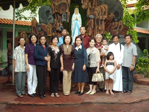 Beberapa Pengurus Pusat IAMDP hadir dalam persmian Goa Maria di SMAK MD Prob