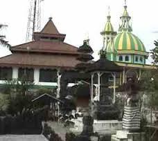 Lamongan Gereja, Pura dan Masjid berdampingan