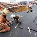 lubang besar di jalan imbi