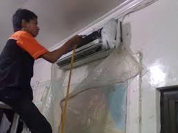 AC rumah di service