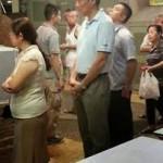 Lee Hsien Loong tertangkap kamera antre beli makanan cepat
