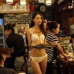 pegawai perempuan-berbikini-di-resto-china-001-ardyan-mohamad