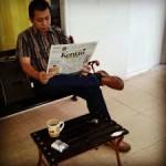 suami baca koran