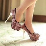 cantik dengan sepatu tumit tinggi