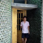 li_rongjun_pria_yang_membuat_rumah_dari_8.500_botol_bir_bekas