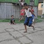 9-permainan tradisional Jawa Barat - Pecle