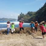 Jenny Rijanto-P58 berwisata ke Pantai Bengkung Malang Selatan