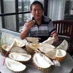 Bastian A-69 Makan Durian