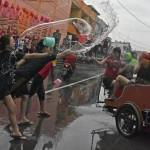 Perang air pawai Tatung