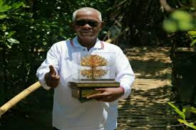 Mukarim Pahlawan Mangrove dari Desa Penunggul Pasuruan
