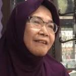 Jualan Kue Jadi Fokus Nenek (67) yang Lumpuh