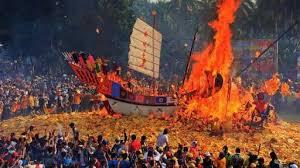 Nikmati destinasi dan Wisata saat Festival membakar Tongkang