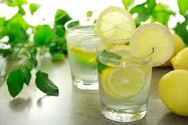 minum air lemon
