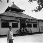 Masjid Angke Dirancang China dan dibangun Orang Bali