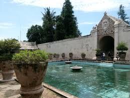 Taman Sari Istana Air Tempat Permaisuri dan Putri Raja Mandi