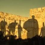 Bayang2 di Benteng Frangokastello, Yunani