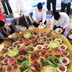 Makan Bedulang khas Belitung-Ajarkan Etika Makan Bersama