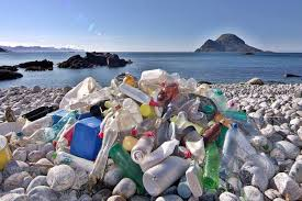 Plastik-bukti parahnya pencemaran Laut Indonesia