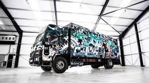 Mural Terbesar BanksyDilelang Diperkirakan Rp-28-Miliar