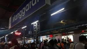 stasiun manggarai malam hari