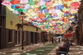 pemandangan jalan indah Umbrella Sky Project Agueda Portugal