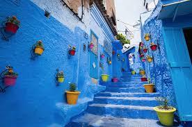 pemandangan jalan indah chefchaouen maroko