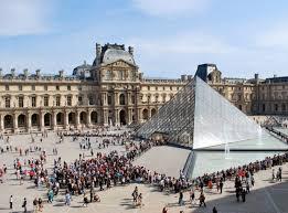 Louvre Museum Paris Perancis