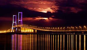 Pesona Jembatan Suramadu