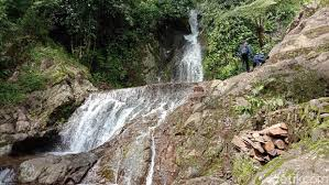 Pesona Air Terjun Kalibanteng Di Lereng Gunung Muria
