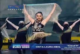 Energik Di Konser Euro 2020 Cinta Laura Beberkan Ritual Panggungnya