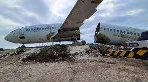 Ada Pesawat Boeing 737-200 Mejeng Di Tebing Pantai Nyang Nyang