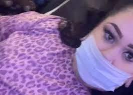 Karena Kelewat Seksi Wanita Ini Diminta Turun Dari Pesawat